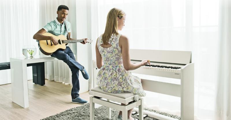 đàn piano điện roland màu trắng