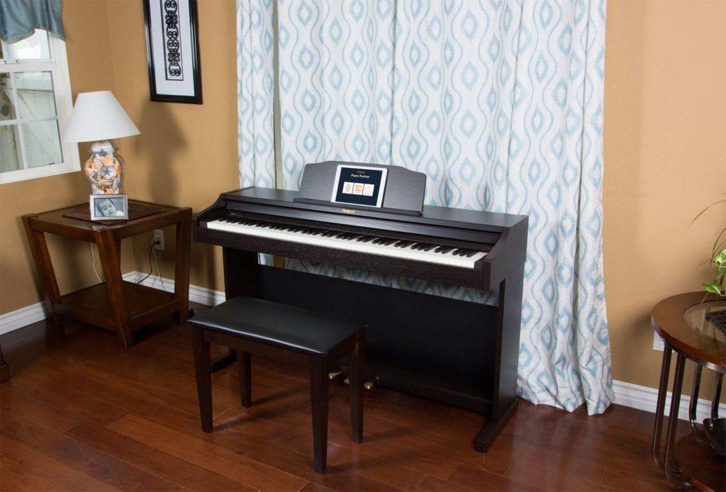 Kiểu dáng piano điện Roland đơn giản