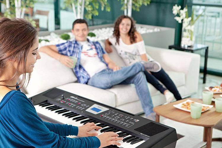 Đàn organ Roland biểu diễn khoảng 10 triệu đồng