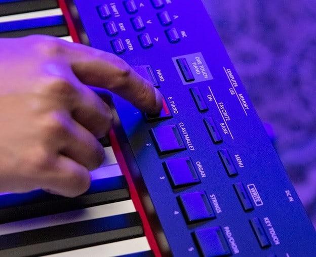 man hinh dan piano roland rd-88